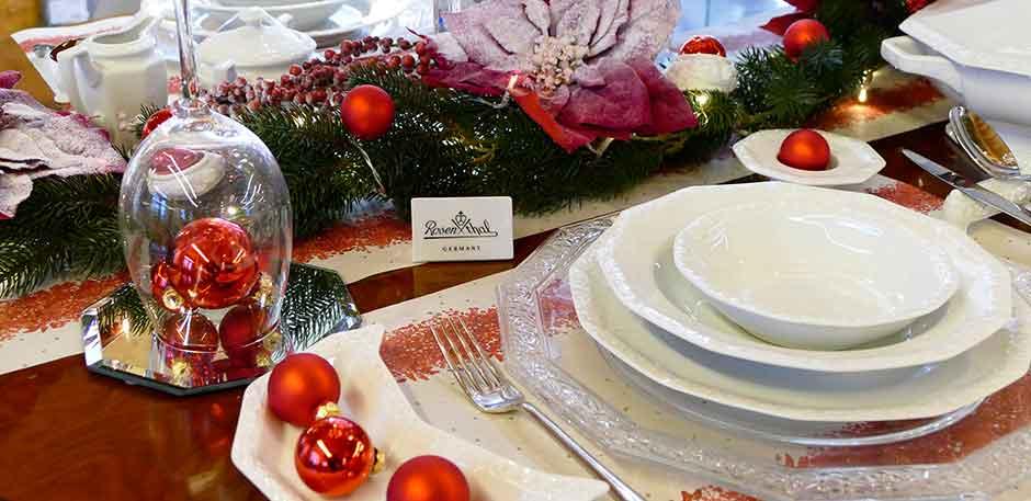 Tischdekoration für Ihre gedeckte Weihnachtstafel